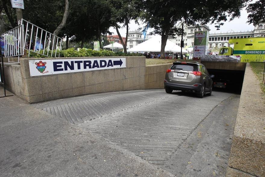 Servicio de parqueo para vehí'culos de la Municipalidad de Guatemala,tendrá un costo mayor. (Foto Prensa Libre: Hemeroteca PL)