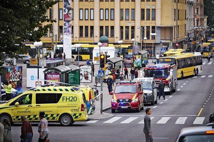 Autoridades de Finlandia investigan un ataque perpetrado por un hombre con un cuchillo, que dejó heridas a varias personas. (Foto Prensa Libre: Twitter @JackPosobiec)