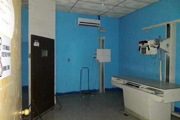 Los constantes apagones dejan sin atención a los pacientes en el hospital de Guastatoya. (Foto Prensa Libre: Hugo Oliva)