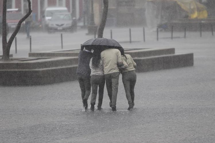 La época lluviosa se establecerá en la meseta central, incluida la capital, en las próximas dos semanas. (Foto Prensa Libre: Hemeroteca PL)