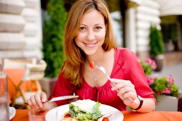 Experto en seguridad alimentaria brinda consejos sobre los alimentos que no conviene consumir para evitar graves problemas para la salud.