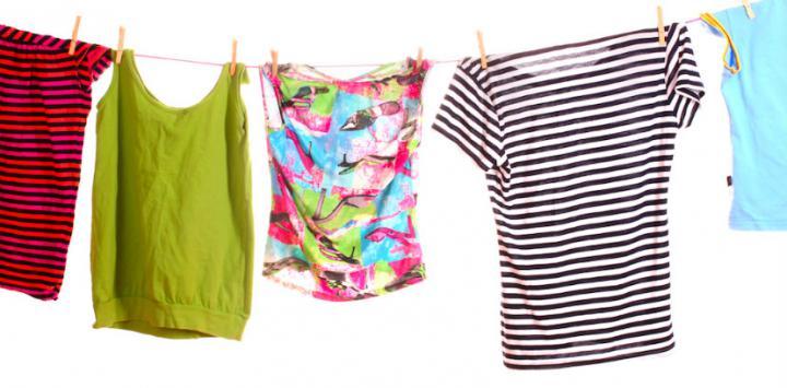 Asegúrese de secar correctamente la ropa antes de usarla para evitar resfriados. (Foto Prensa Libre: Web Consultas).
