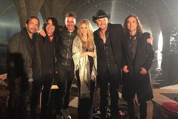 <p>Shakira y Maná graban video juntos. (Foto Prensa Libre: Facebook Maná)</p>