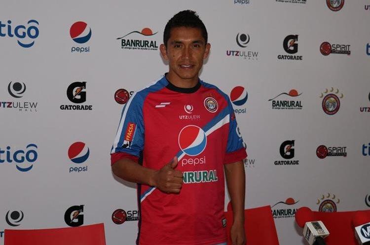 Juan Carlos Silva fue presentado de manera oficial como refuerzo de Xelajú MC para el Clausura 2018. (Foto Prensa Libre: Raúl Juárez).