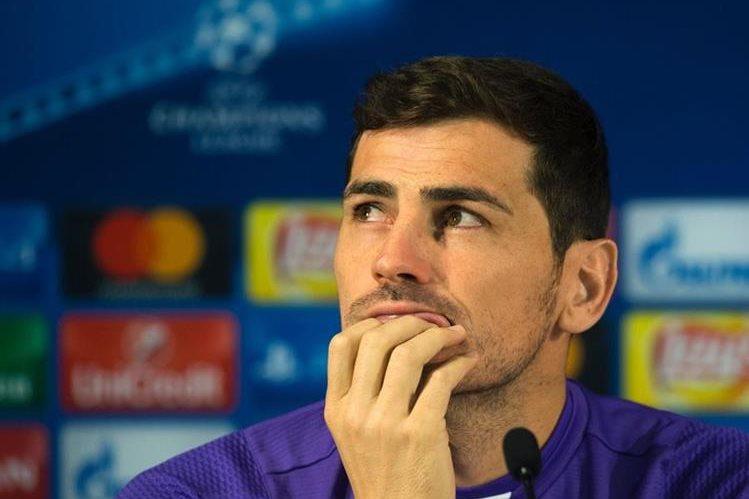 Iker Casillas realizó una transmisión en vivo en sus redes sociales al conocer a su rival en la Champions. (Foto Prensa Libre: AFP)