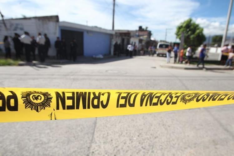 Un ataque armado en la colonia Alioto, zona 4 de Villa Nueva, le causó la muerte a la niña Emily Paredes Garzaro. (Foto Prensa Libre: Érick Ávila)