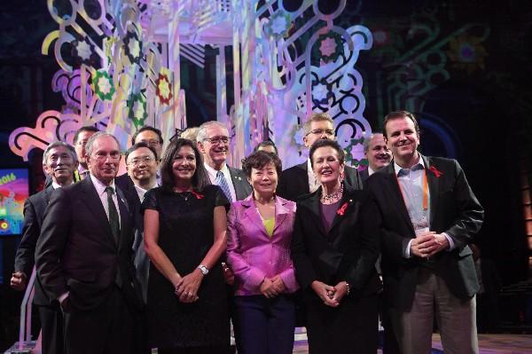 Alcaldes de distintas ciudades del mundo posan durante la entrega de premios a 11 mejores ciudades del 2016.(EFE).