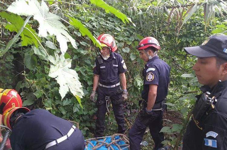 La mujer llevaba seis días de estar desaparecida, según informó la PNC. (Foto Prensa Libre: Estuardo Paredes)