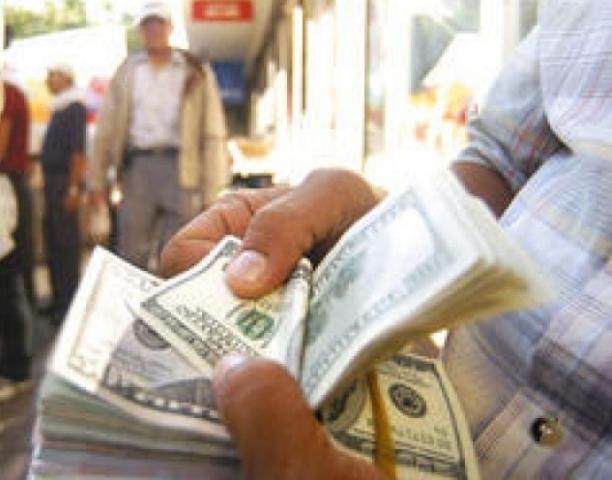 Los guatemaltecos radicados en EE. UU. siguen enviando remesas a sus familiares. (Foto Prensa Libre: Hemeroteca PL)