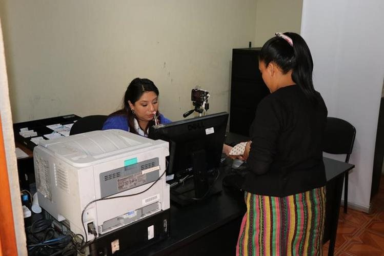 En siete municipios de Quiché se ampliará el horario de atención en el Renap. (Foto Prensa Libre: Héctor Cordero)