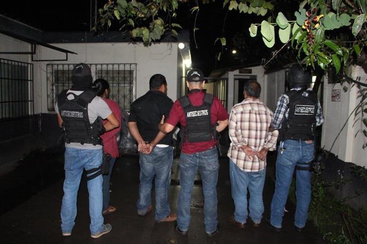 El supuesto secuestrado se conducía en un vehículo con la mujer que cobró el rescate y otra persona más. (Foto Prensa Libre: PNC)