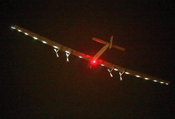 Aeronave solar comienza uno de sus recorridos más largos. (Foto Prensa Libre: EFE)