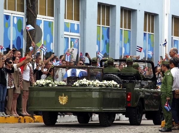 La caravana partió desde la capital cubana y tiene como destino final la ciudad de Santiago. (EFE).