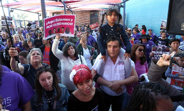 Inmigrantes se manifiestan contra políticas migratorias de Trump en Washington DC. (AP).