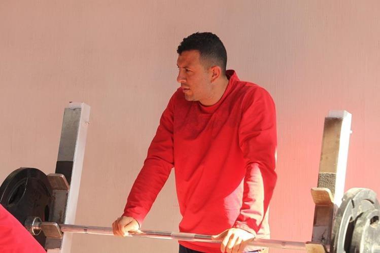 Hamilton López lució un cambio de look en el entrenamiento de este martes. (Foto Prensa Libre: Jorge Ovalle)