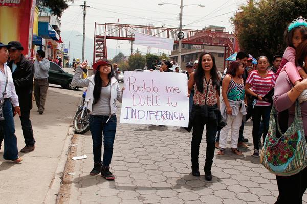 Sociedad civil marcha en San Marcos para pedir renuncia de Roxana Baldetti. (Foto Prensa Libre: Aroldo Marroquín)