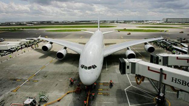 """La Organización de Aviación Civil Internacional advirtió que el aumento de temperatura debido al cambio climático podría tener en ciertos casos """"severas consecuencias en el desempeño de los aviones al despegar"""". (Getty Images)."""