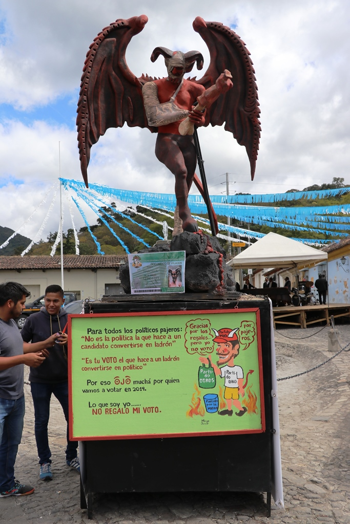 El próximo jueves el diablo de la Concepción será incinerado. (Foto Prensa Libre: Renato Melgar)