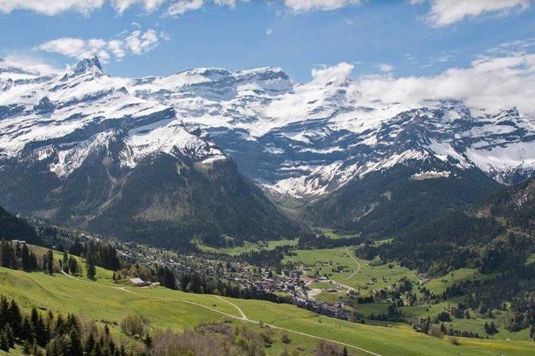 Un accidente aéreo en la región del macizo alpino de Diavolezza, Suiza, dejó tres personas muertas. (Foto de referencia: HemerotecaPL)