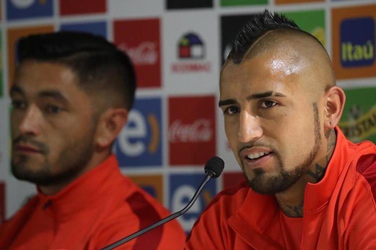 Vidal es uno de los jugadores más apegados a Caludio Bravo en la Selección chilena. (Foto Prensa Libre: EFE)