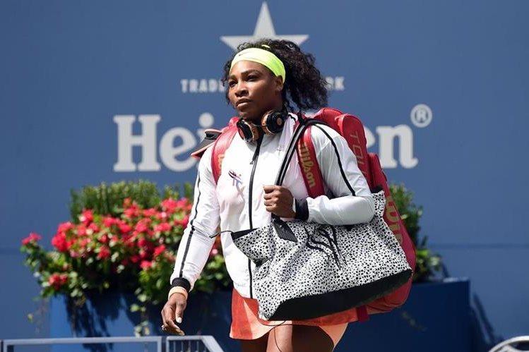 Serena Williams seguirá entrenando para iniciar de mejor manera las competiciones en 2016. (Foto Prensa Libre: AFP)