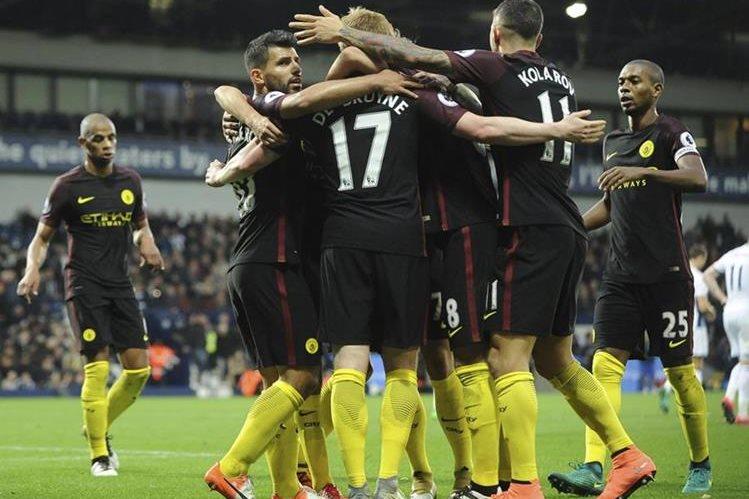 Los jugadores del City festejan. (Foto Prensa Libre: AP)