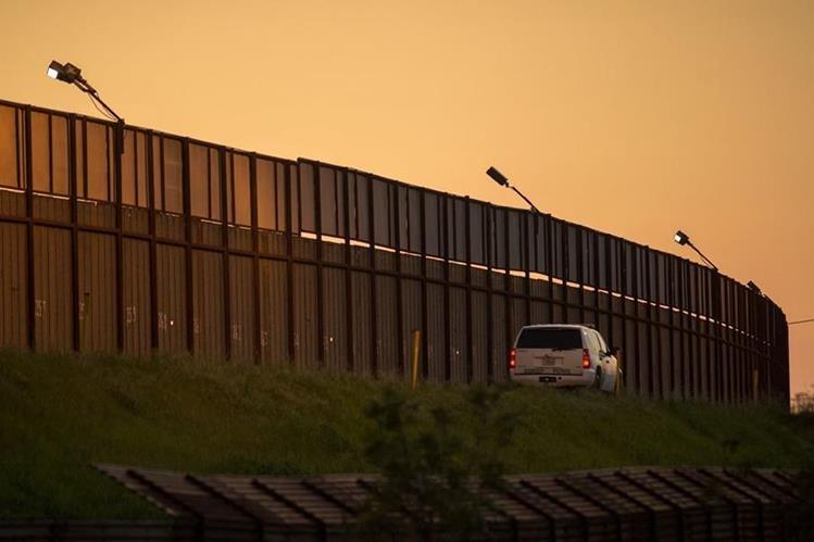 Una patrulla fronteriza vigila en San Ysidro, California. (Foto Prensa Libre: AFP)