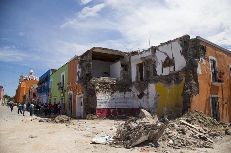 Daños causados por el terremoto en Atzala, en el estado de Puebla,México. (Foto Prensa Libre;EFE).