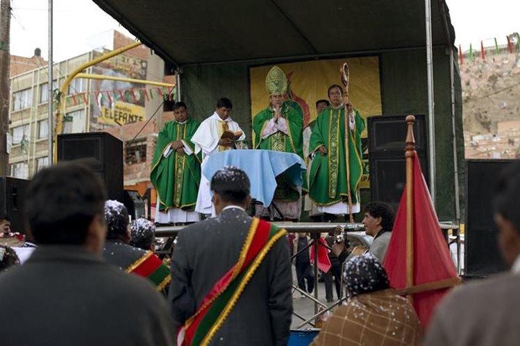 Richard Lipacho dirige la iglesia Católica Nacional de Bolivia. (Foto Prensa Libre: AP)