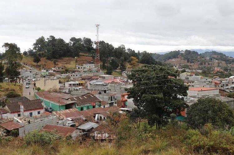 El servicio de energía eléctrica fue reconectado en más de mil 130 viviendas en Patzité, Quiché. (Foto Prensa Libre: Whitmer Barrera)