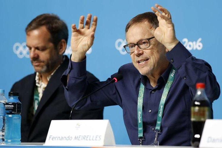 El cineasta brasileño y director artístico de la ceremonia inaugural de los Juegos Olímpicos Río de Janeiro 2016, Fernando Meirelles (d), brinda detalles de la inauguración. (Foto Prensa Libre: EFE).