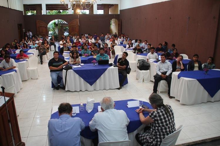 Vista del foro en el que sectores pidieron reformas a la Ley Electoral, en Huehuetenango. (Foto Prensa Libre: Mike Castillo)