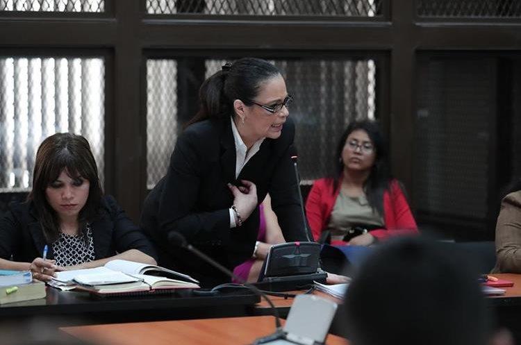 Roxana Baldetti expone las razones para solicitar la suspensión de la audiencia por el Caso la Línea.  (Foto Prensa Libre: Juan Diego González)