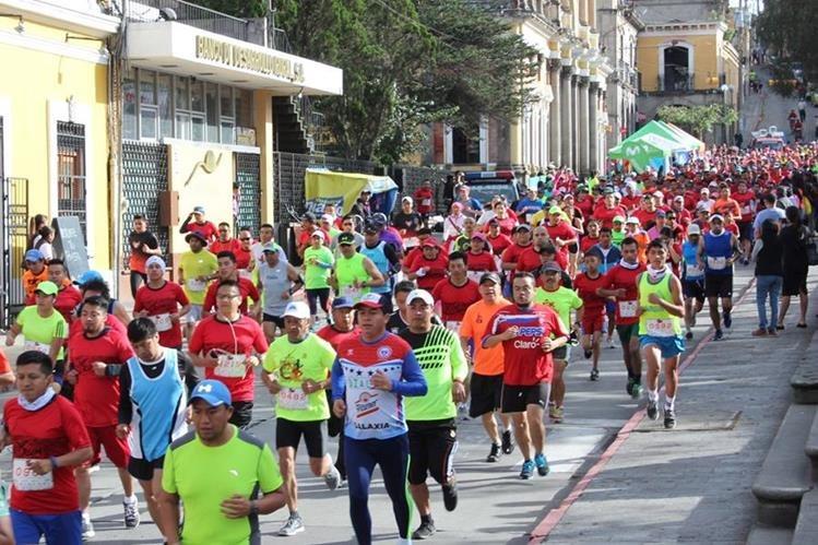 El año pasado corrieron más de mil deportistas quetzaltecos para apoyar a los niños de Escuela Especial Xelajú. (Foto Prensa Libre: Raúl Juárez)<br />