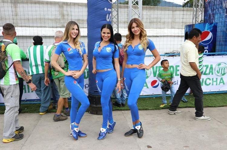 Las edecanes animaron la fiesta en el estadio Pensativo.