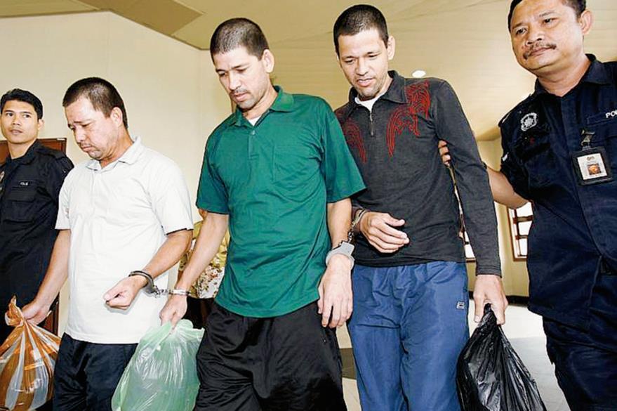Los hermanos Villareal abandonan el tribunal. (Foto Prensa Libre: diarioreforma.com).