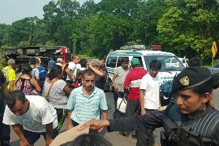 Los heridos fueron trasladados al Hospital Regional de Coatepeque, Quetzaltenango. (Foto Prensa Libre: Alexánder Coyoy)