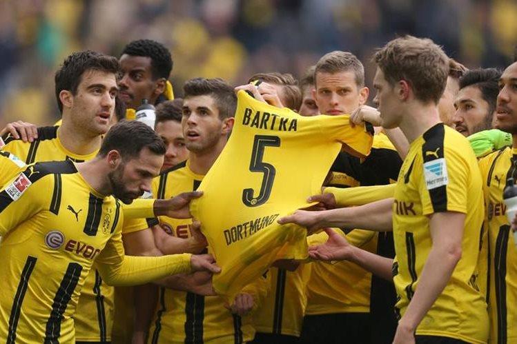 Marc Bartra sale del hospital después de atentado en Dortmund. (Foto Prensa Libre: Instagram Marc Bartra)