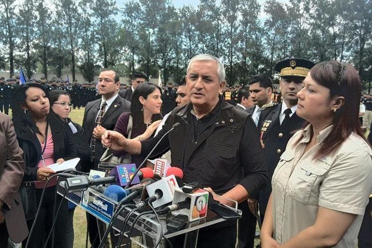 El presidente Otto Pérez Molina asiste a la celebración del aniversario de la Policía Nacional Civil. (Foto Prensa Libre: Esbin García)