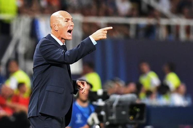 El entrenador del Real Madrid Zinedine Zidane exigió a sus jugadores en el duelo frente al Mánchester United. (Foto Prensa Libre: AFP)