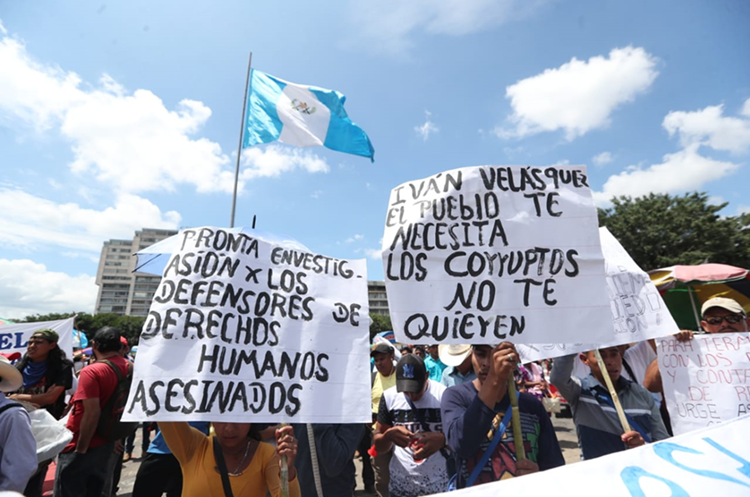 Los manifestantes protestaron en contra de Jimmy Morales y a favor del titular de la Cicig, Iván Velásquez. (Foto Prensa Libre: Érick Ávila)