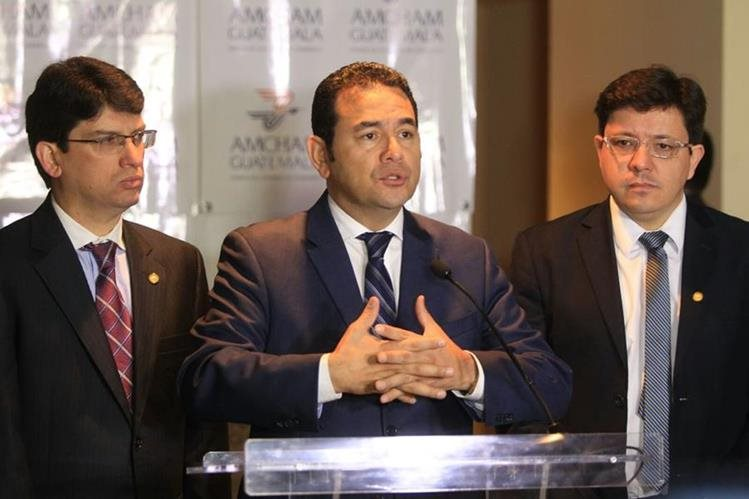El presidente Jimmy Morales informó que hará público su infome de probidad que entregará a la Contraloría General de Cuentas. (Foto Prensa Libre: E. García)