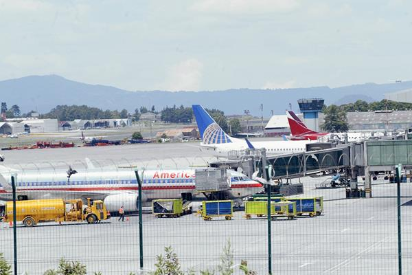 Aviones en el Aeropuerto Internacional La Aurora.