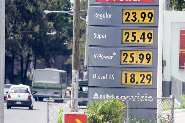 Guatemala ahorró divisas por la baja en los precios de los combustibles.