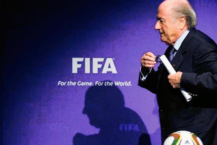 Blatter dice que dejará su cargo hasta en enero de 2016. (Foto Prensa Libre: Hemeroteca)