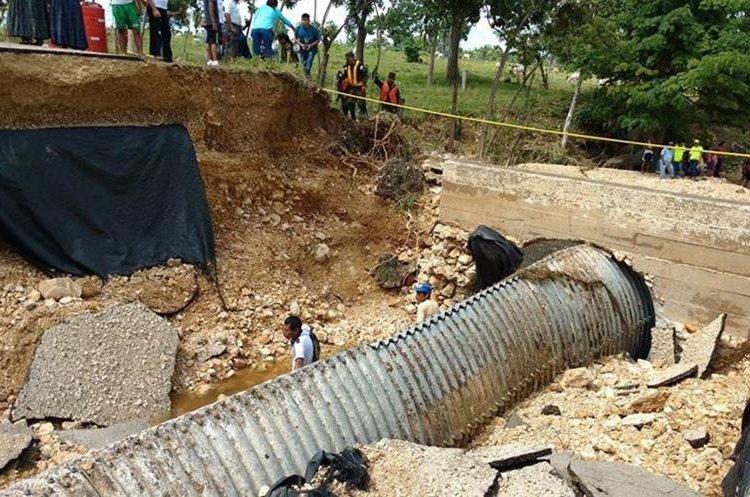 Colapso de ruta deja incomunicadas a unas 40 comunidades del lugar. (Foto Prensa Libre: Rigoberto Escobar)