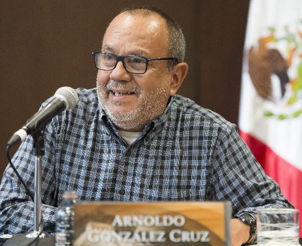 Arnoldo Gonzalez Cruz, arqueologo mexicano informa a la prensa sonre el descubrimiento.(AFP).