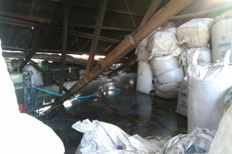 El siniestro tuvo lugar en la 3a. avenida y 13 calle de la colonia Landívar, zona 7 capitalina, en el inmueble se encuentra una fábrica de plástico.