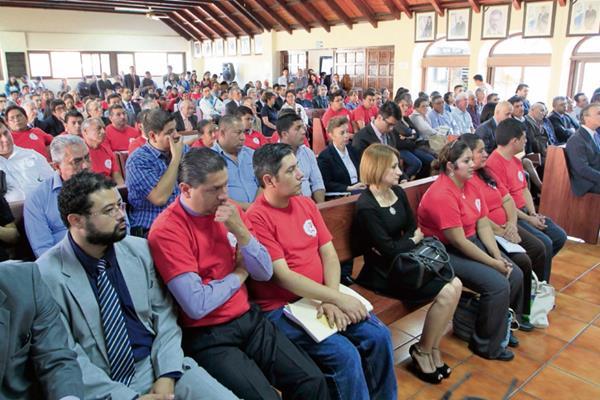 Representantes  de varios sectores acudieron ayer a la vista pública que se llevó a cabo en la CC. Los magistrados de la Corte deberán decidir sobre los recursos interpuestos.
