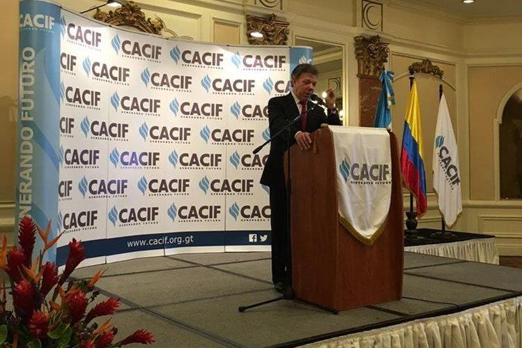 Presidente de Colombia expuso sobre la necesidad de crear políticas que impulsen la seguridad y educación.